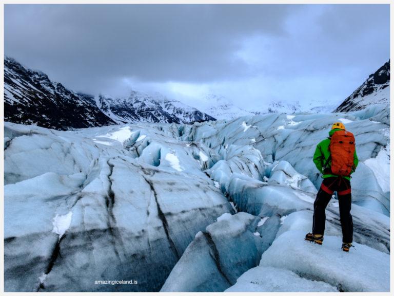 Glacier gudie on Svinafellsjokull glacier