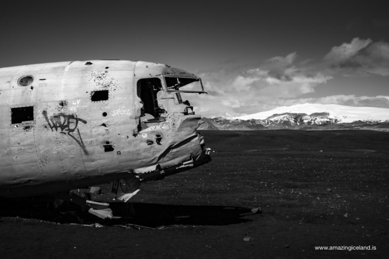 DC3 airplane wreck and Mýrdalsjökull glacier on south coast of Iceland